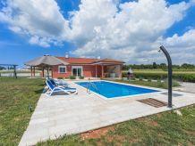 Modern Villa in countryside 6+2