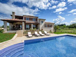 Luxuriöse moderne Villa (7+2)
