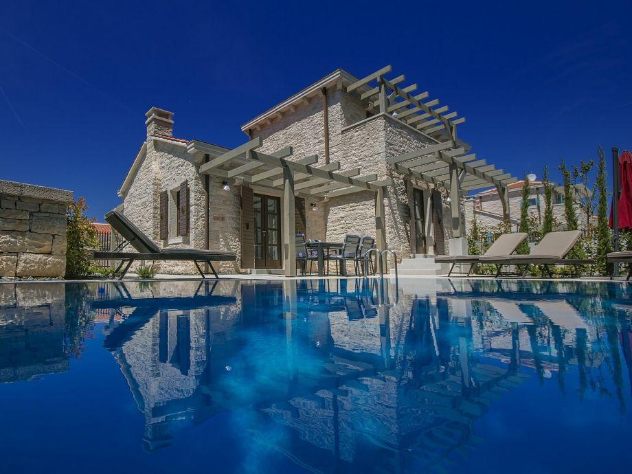 Stein Villa mit pool
