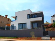 Modern Villa Val Di Bora