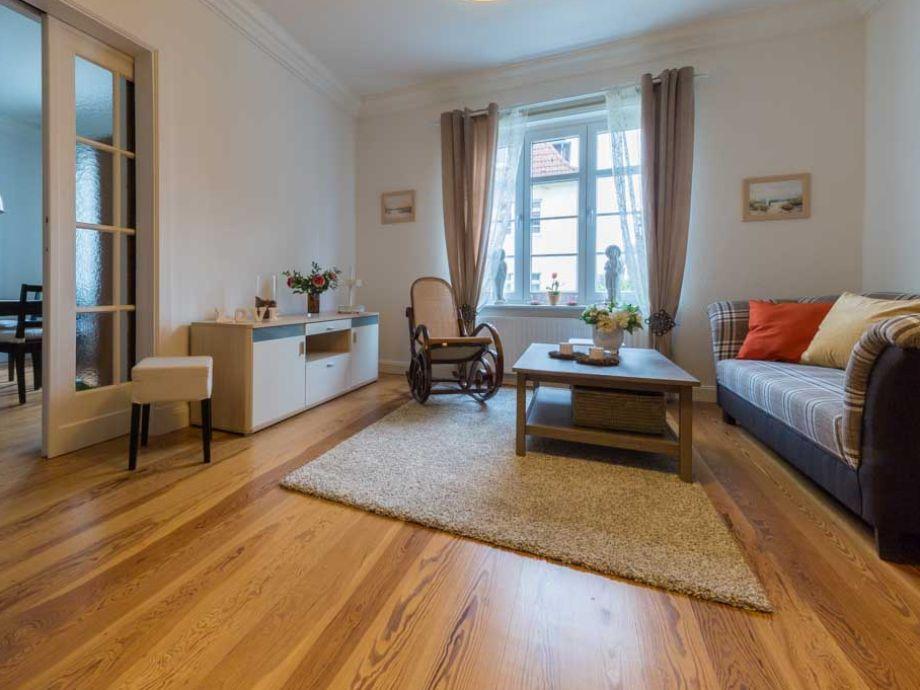 Wohnzimmer, großzügig und lichtdurchflutet