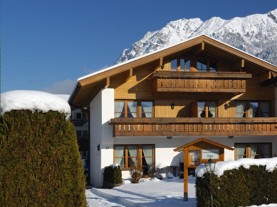 Winterbild des Landhauses