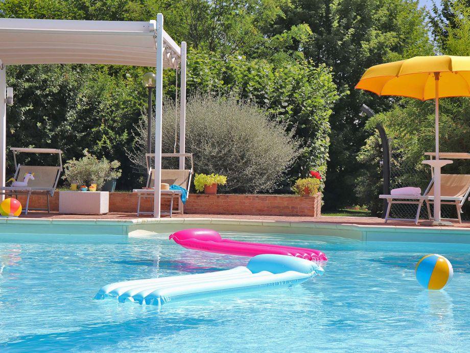 Villa Design - Schwimmbad mit römischer Treppe