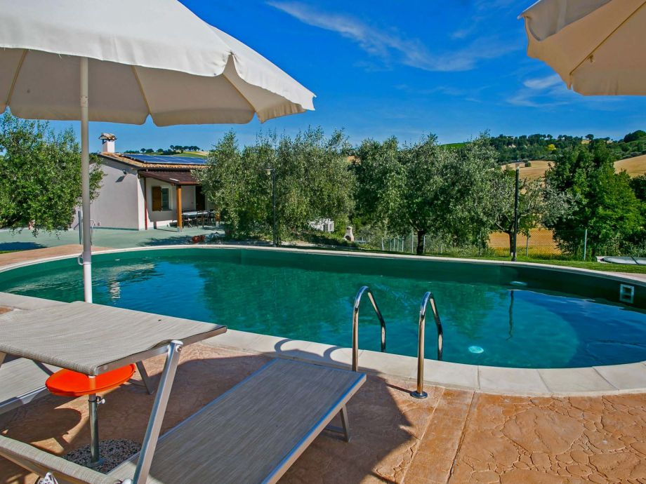 Private villa with pool for groups up to 10 guests