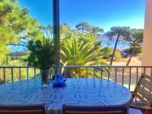 Holiday apartment Direct to sea and beach