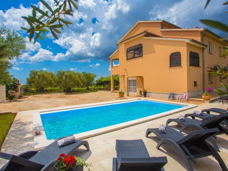 Ferienwohnung Mir mit privatem pool