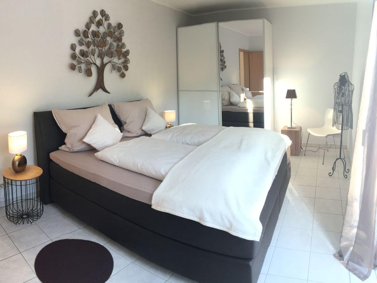 ferienwohnung berfluss die gro e mosel firma am moselufer ferienwohnungen frau. Black Bedroom Furniture Sets. Home Design Ideas