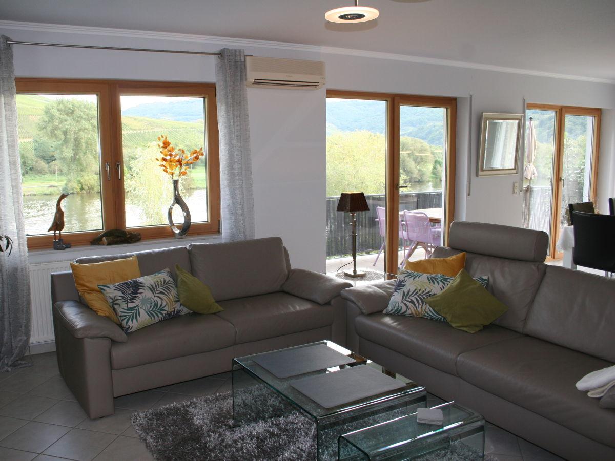 Wohn Esszimmer Mit Balkon Und Moselblick