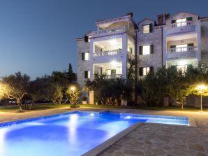 Ferienwohnung Luxury Apartment mit Pool