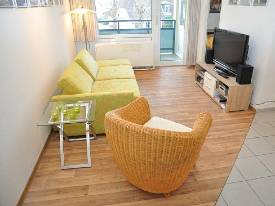 voll ausgestattetes Wohnzimmer