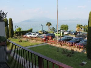 Holiday apartment 5 STAR SIRMIONE LAKE VIEW AND PRIVATE BEACH