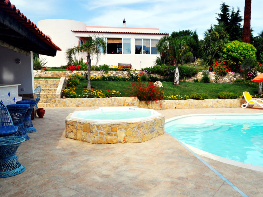 Ihre Villa mit Pool, beheizten Whirlpool und Bar