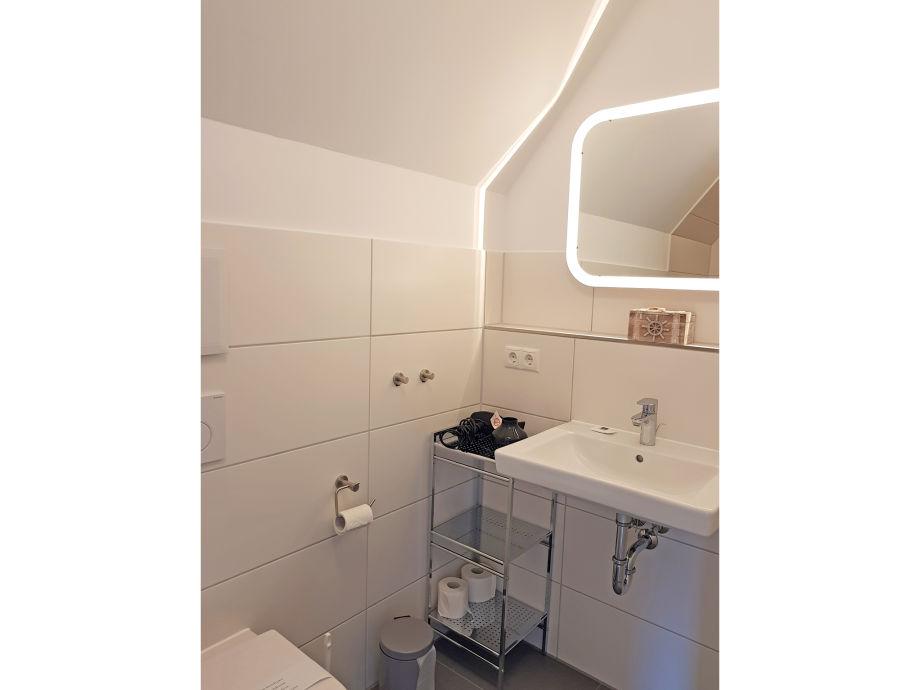 Ferienhaus dat fischerhuus ostsee kieler bucht firma - Badezimmer im dachgeschoss ...