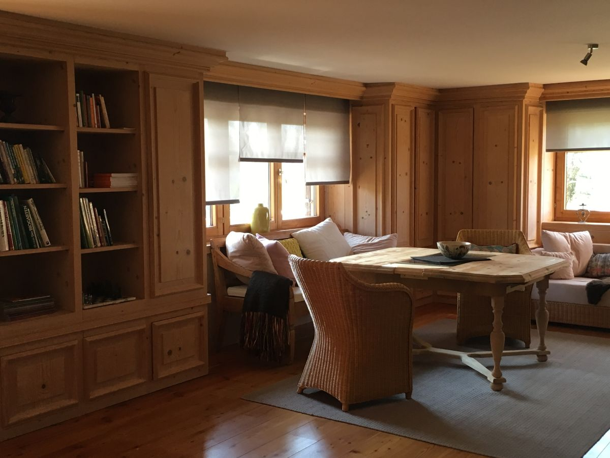 Ferienwohnung im landhaus waxenegg bayern oberallg u - Bibliothek wohnzimmer ...