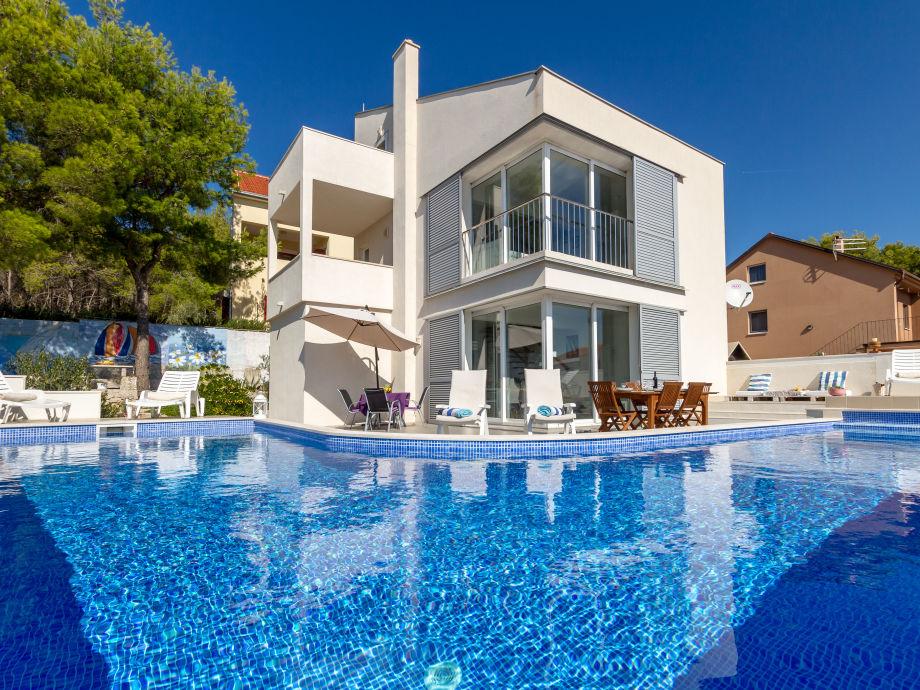 Villa CasaBlanca With Swimming Pool