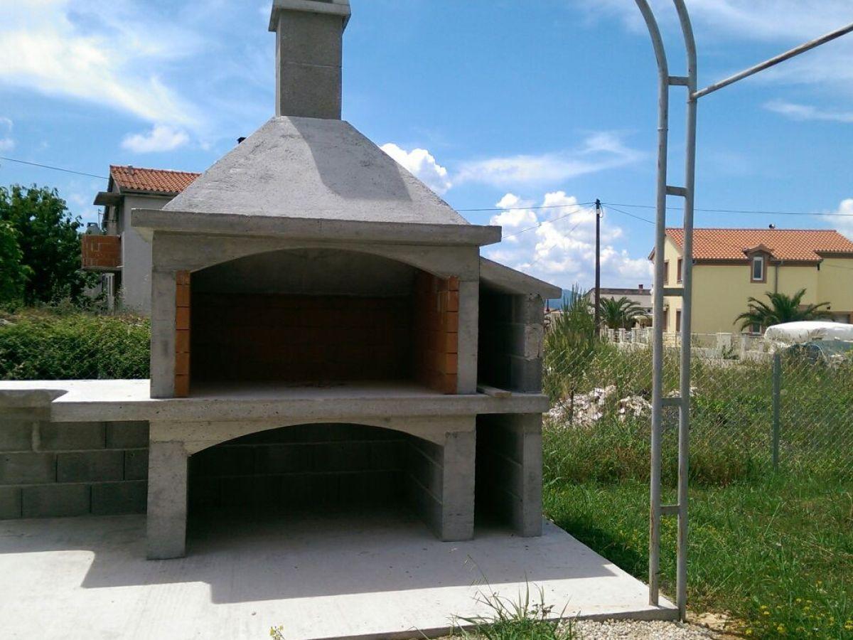 Ferienwohnung lessig andric kroatien zadar frau indira for Gemauerter grill