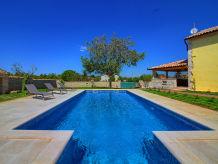 Villa Orbanici mit Pool