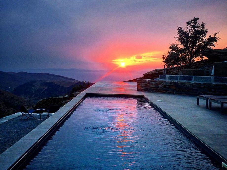 THE SWIMMING POOL @ THE SUNSET