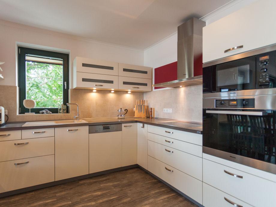 Küchenbereich mit umfangreicher ausstattung essbereich mit küche
