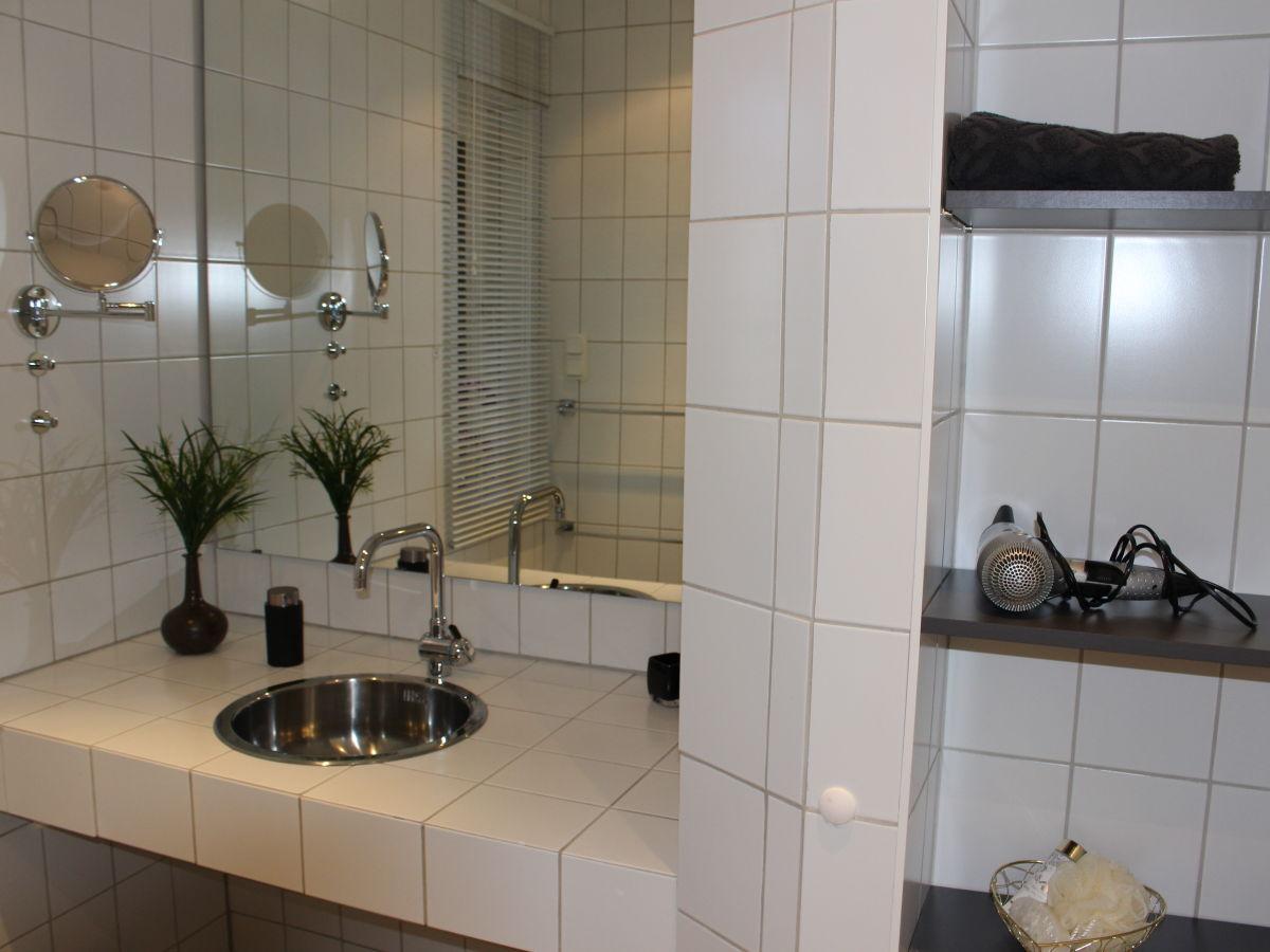 ferienhaus landhaus am kanal niedersachsen ostfriesland. Black Bedroom Furniture Sets. Home Design Ideas