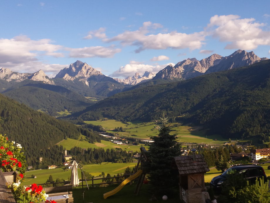Genussvoller Blick vom Hof aus in die Dolomiten