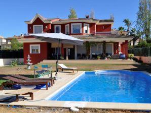Villa Hell, modern und mit Pool