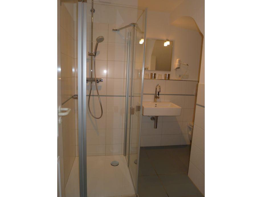 Ferienwohnung schwalbennest insel f hr firma for Modernes bad mit dusche