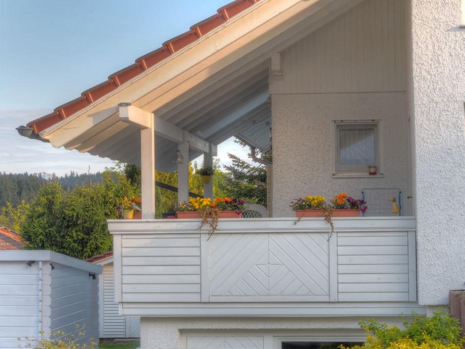 Ihr überdachter Balkon