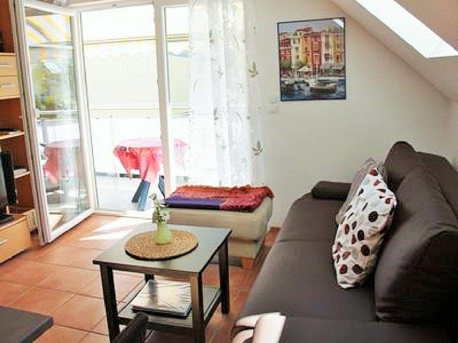 Wohnbereich, Tür zum großen Balkon
