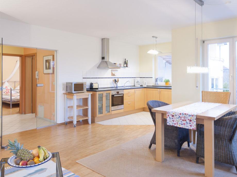 Offenes Wohn- / Esszimmer mit Einbauküche