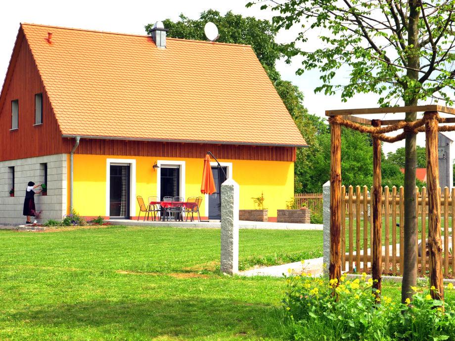 Aussenansicht Ferienhaus mit Terrasse