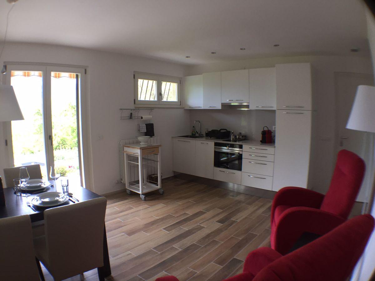 ferienwohnung casa donizetti lago maggiore lombardei. Black Bedroom Furniture Sets. Home Design Ideas