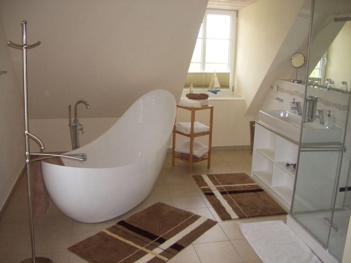 ferienwohnung alte kirche auf dem kastanienhof pellworm herr ingo volkenandt. Black Bedroom Furniture Sets. Home Design Ideas
