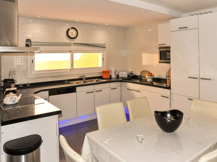 ferienhaus schick mit terrasse id 2661 mallorca santa. Black Bedroom Furniture Sets. Home Design Ideas