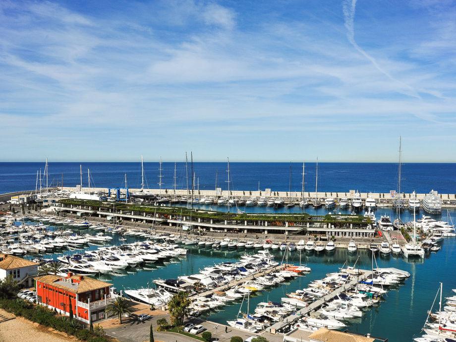 Der Hafen von Port Adriano