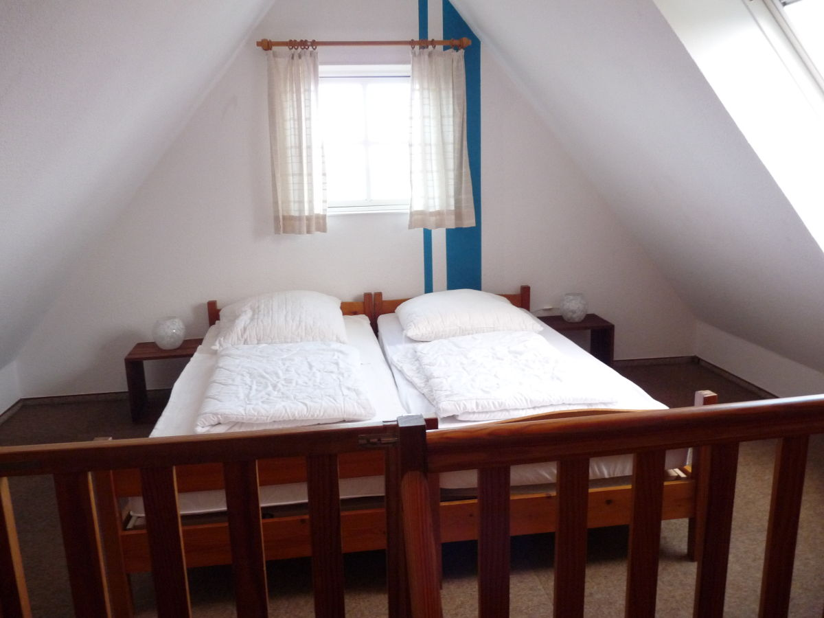 Ferienhaus achtern diek 19 s dliche nordsee firma for Schlafzimmer dachgeschoss