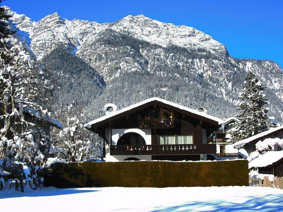 Winter Haus Burgstaller mit Kramer Berg