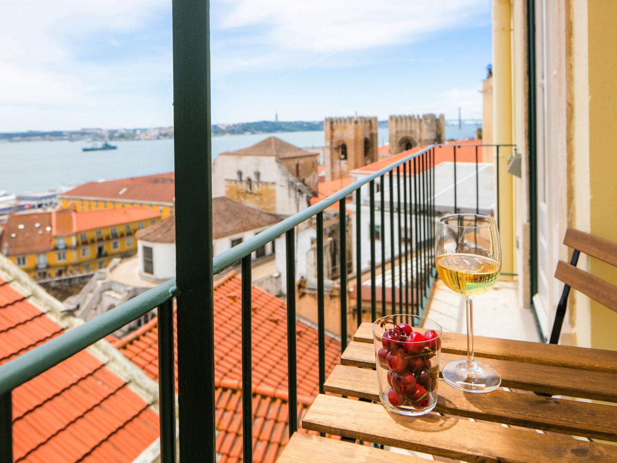 ferienwohnung 11 mit meerblick in alfama portugal lissabon firma lisbonne collection. Black Bedroom Furniture Sets. Home Design Ideas