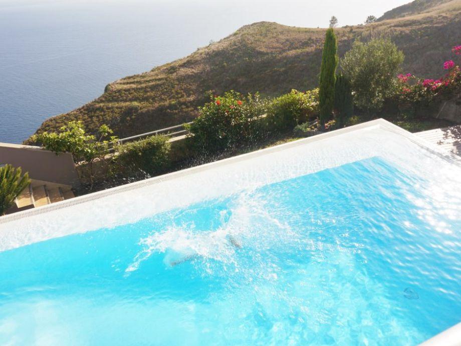 Großer Swimming Pool