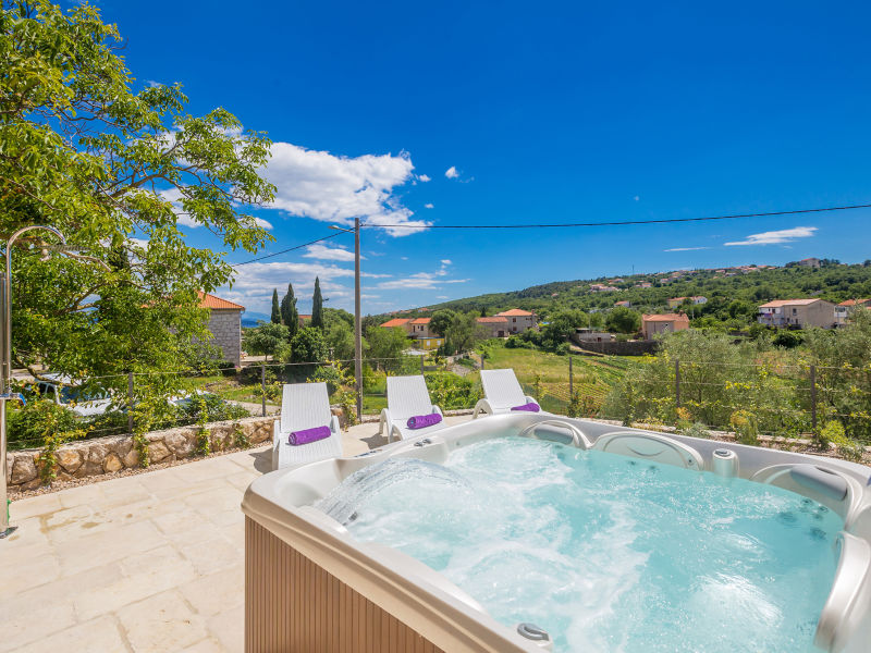 Holiday house Mare with Jacuzzi