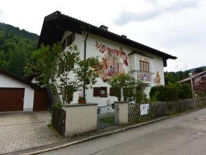 Ferienwohnung Violetta im Haus Zum Geigenbauer