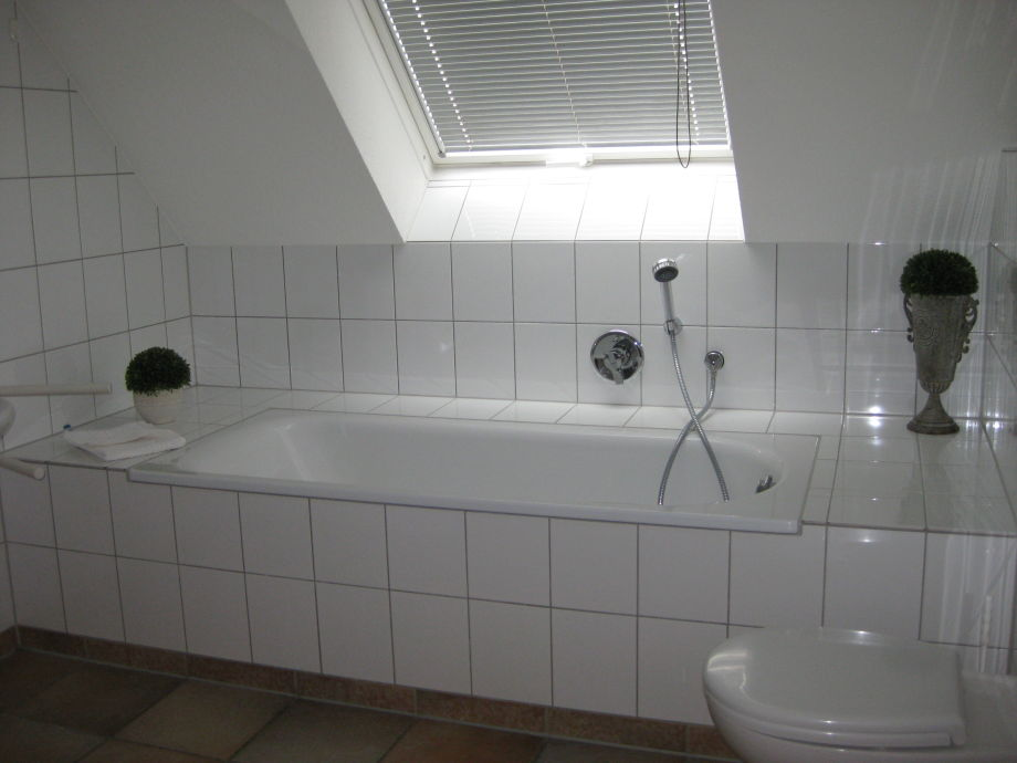 Badezimmer Mit Dusche Und Wanne 2