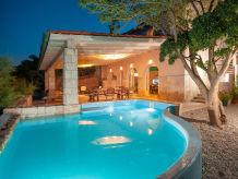 Villa Villa Aurora mit Swimming Pool