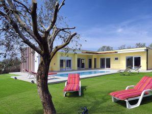 Villa 370