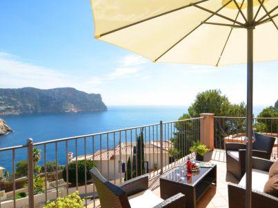 Villa with incredible sea views and pool sleeps 7