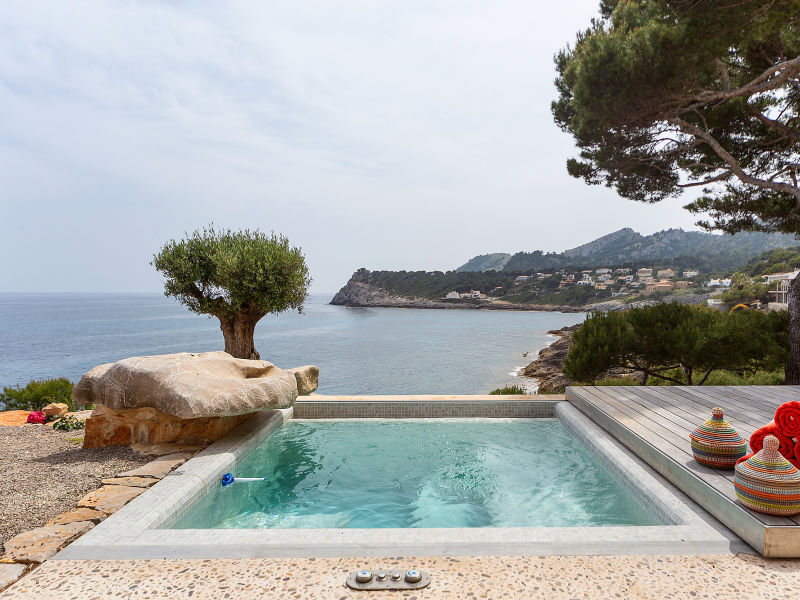 Mallorca front line villa direct access to sea
