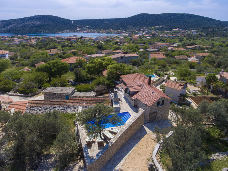 Ferienhaus Neues traditionelles dalmatisches Steinhaus mit Pool