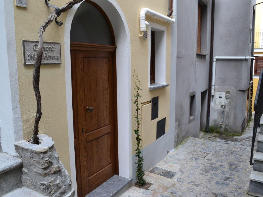 front door stret view