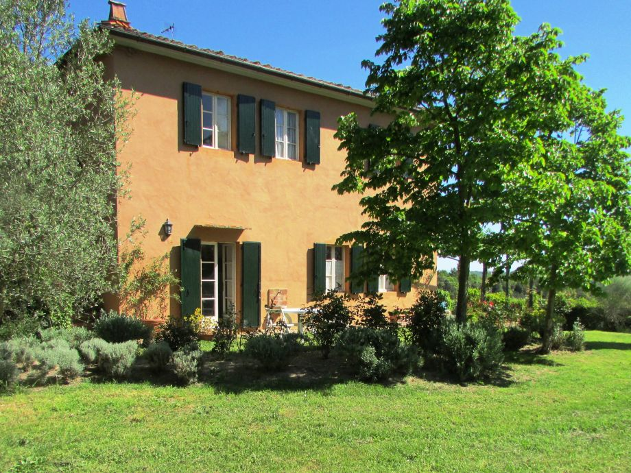 Ferienhaus villa sofia toscana pisa livorno for Klassische architektur