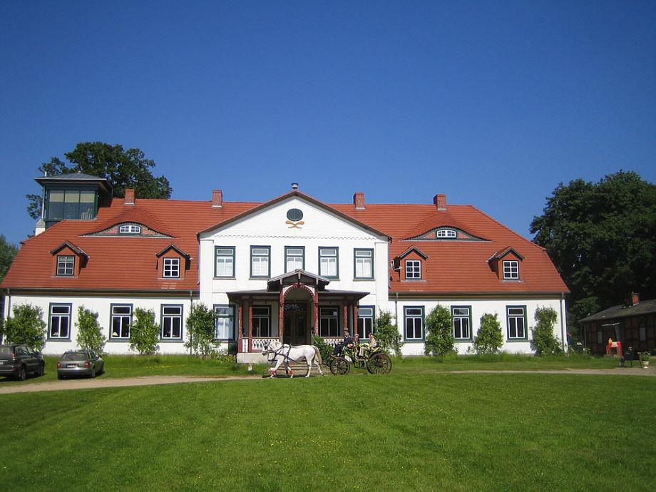 Das Herrenhaus auf dem Gutshof in Groß Zecher